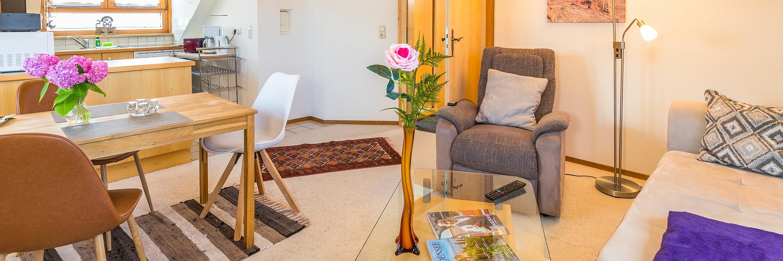 Ferienwohnung im DG: Dachgeschoss - Wohnzimmer. Haus Christine am Vogelsang, Ferienwohnungen in Lindau am Bodensee.