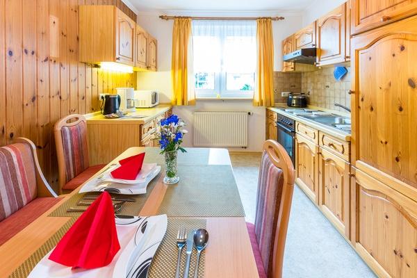 Ferienwohnung im EG: Erdgeschoss - Küche & Essbereich. Haus Christine am Vogelsang, Ferienwohnungen in Lindau am Bodensee.