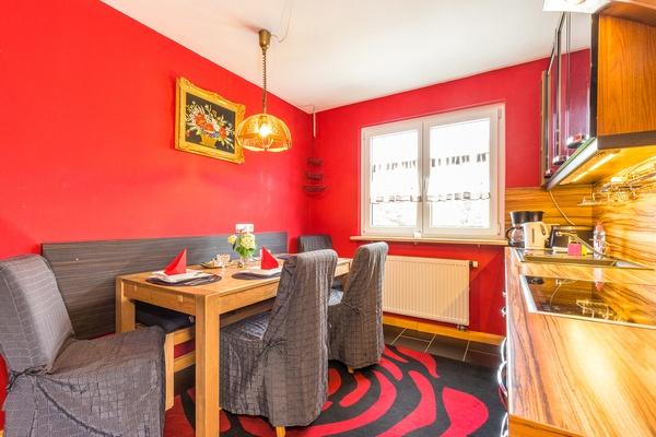 Ferienwohnung im OG: 1. Obergeschoss - Küche & Essbereich. Haus Christine am Vogelsang, Ferienwohnungen in Lindau am Bodensee.